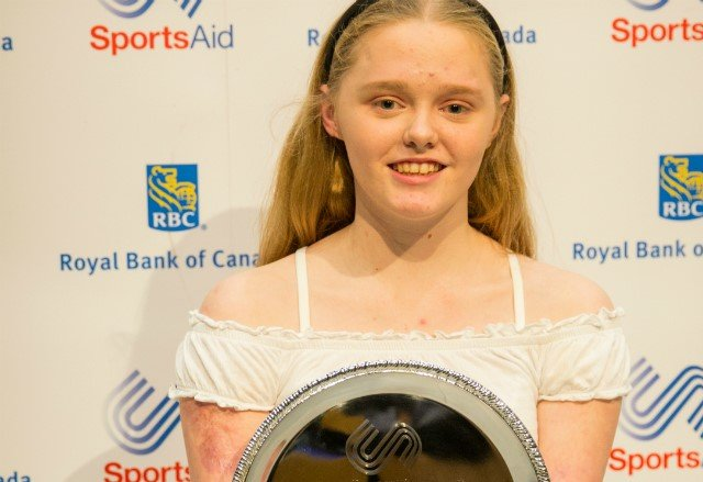 Ellie Challis was awarded the prestigious prize by Dame Katherine Grainger (twitter:TeamSportsAid)