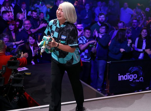 Suzuki began the defence of her 2019 title with a gutsy win (Twitter: @BDODarts)