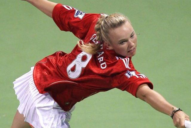 Caroline Wozniacki donned her signed Gerrard shirt at a match in 2011 (Tennis365)