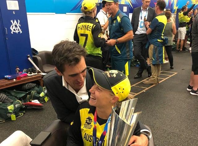 Starc and Healy celebrate Australia's win over India (Twitter: @FOXCricketAus)