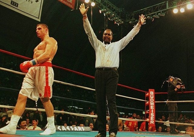 Cotton refereed some of the sport's most historic matches (Twitter: boxingscene)