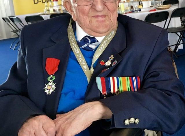VE Day veterans clap