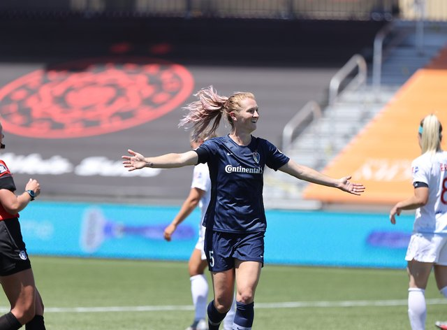 Sam Mewis celebrates North Carolina Courage's win