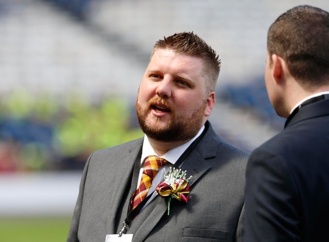 Motherwell chief executive Alan Burrows is to step down from the SPFL board