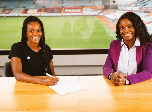 Silva with her new club's sporting director Eniola Aluko