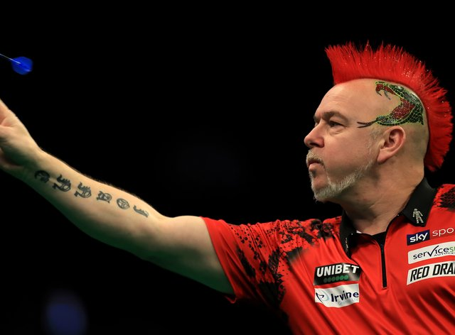 Peter Wright had worn glasses in the previous tournament because of the different lighting conditions