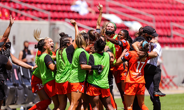 Dash celebrate after winning the NWSL Challenge Cup