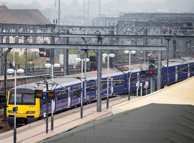 A train at a train station in Leeds