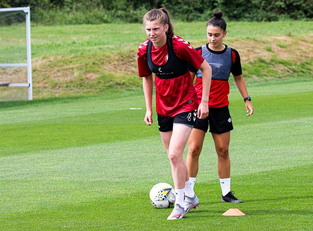 Emma Bissell signs for Bristol City
