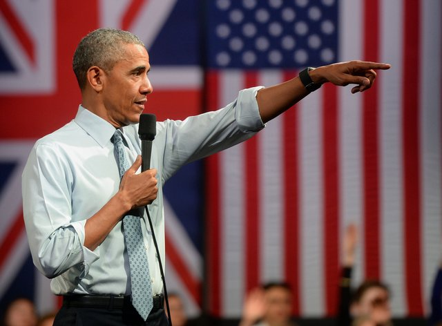 Barack Obama in front of a union flag and a US flag