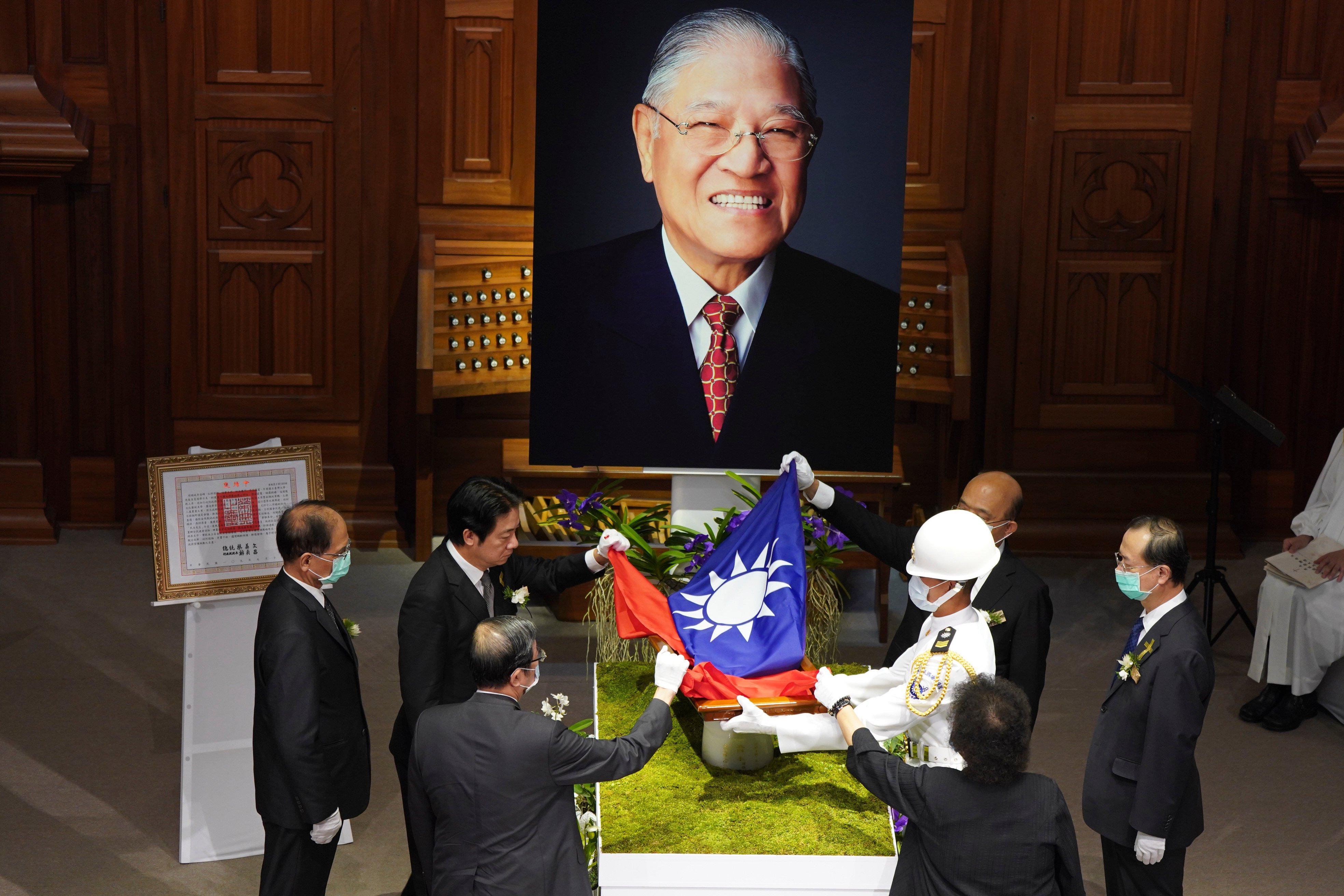 China sends more warplanes as Taiwan honours late president