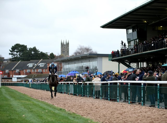 Warwick will welcome 500 racegoers at their jumps meeting