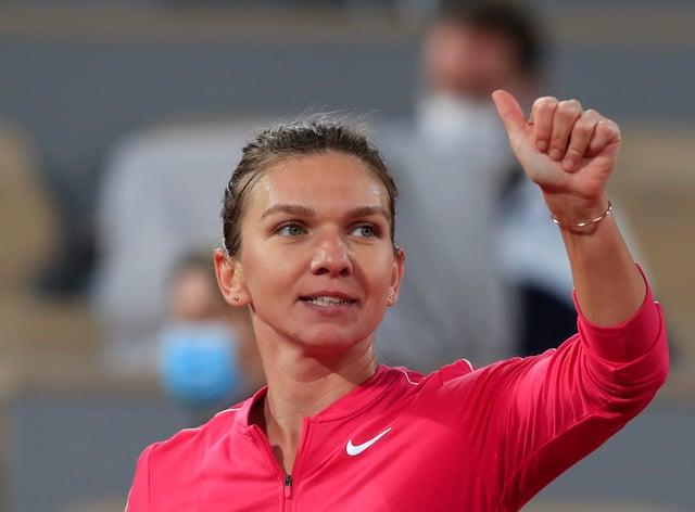 Simona Halep gives a thumbs-up after beating Amanda Anisimova