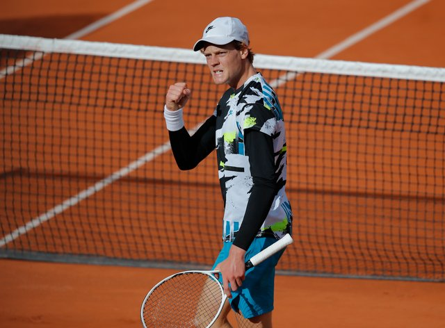 Jannik Sinner clenches his fist during his victory over Alexaner Zverev