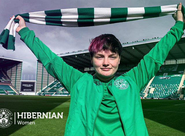 Chelsea McEachran has signed for Hibernian