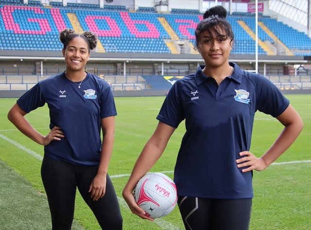 Britt Coleman (right) and Rhea Dixon have signed for Leeds Rhinos Netball