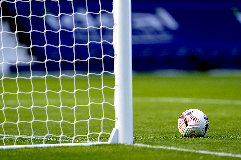Ten-man Yeovil earn point at Dagenham