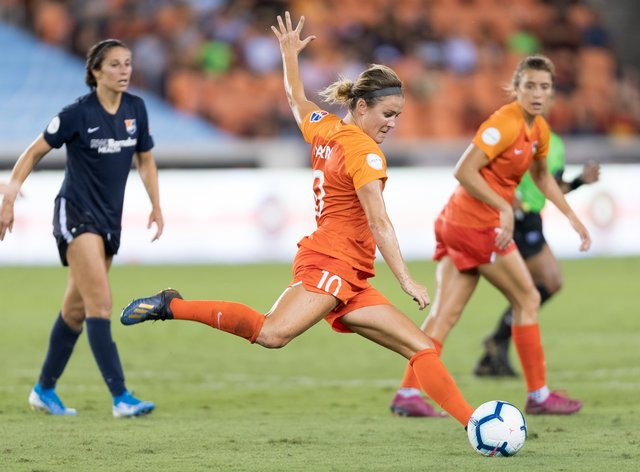 Christine Nairn (centre) to remain at Houston Dash for another year