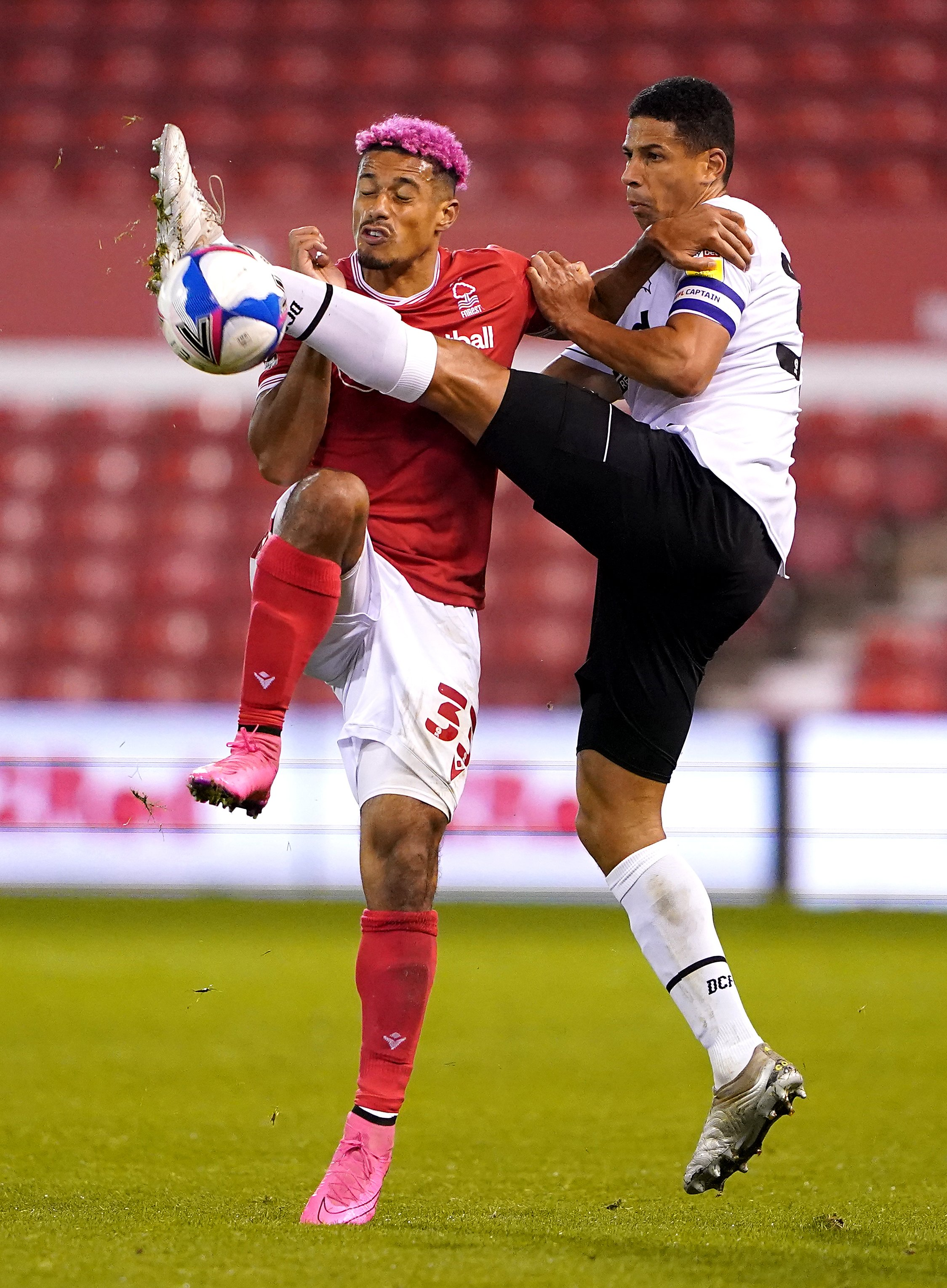 Lyle Taylor leveller rescues point for Nottingham Forest in duel with Derby
