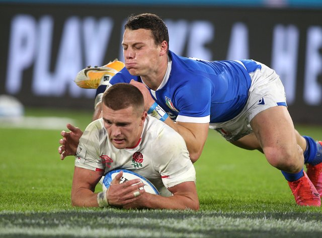 Henry Slade dives in to score a try