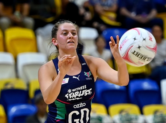 Kate Eddy has re-signed for the Melbourne Vixens