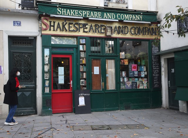Shakespeare and Co book shop