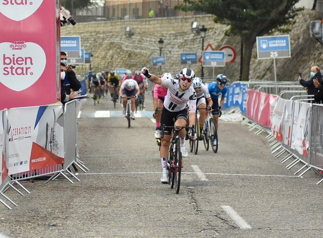 Wiebes dominated the uphill sprint on stage one of the three-day race