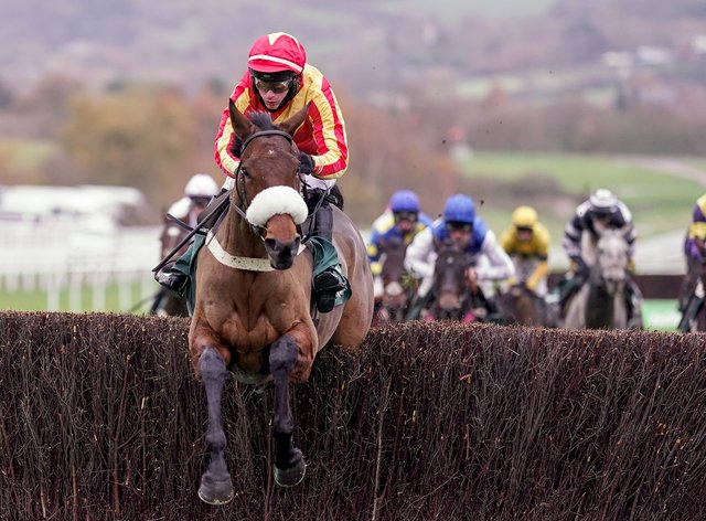 Coole Cody (red/yellow) clears the last under Tom O'Brien