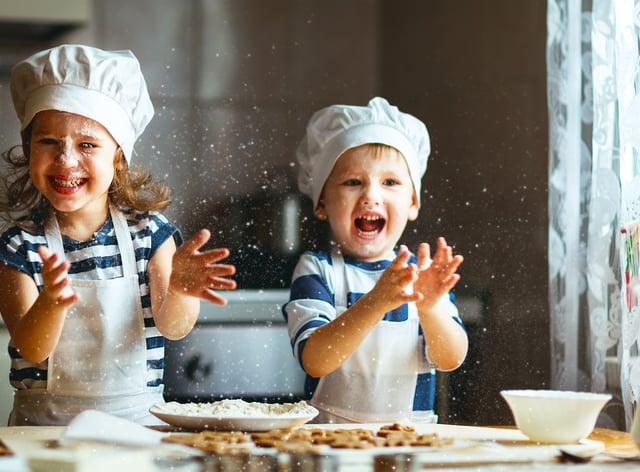 Two kids Christmas baking (iStock/PA)