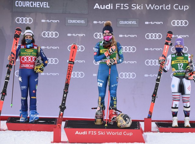 <p>Mikaela Shiffrin (centre) sealed her 67th World Cup victory</p>
