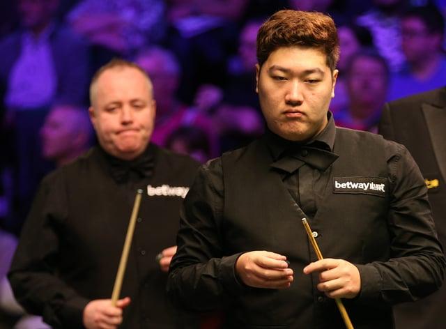 Yan Bingtao, right, will meet John Higgins, left, in the 2021 Masters final