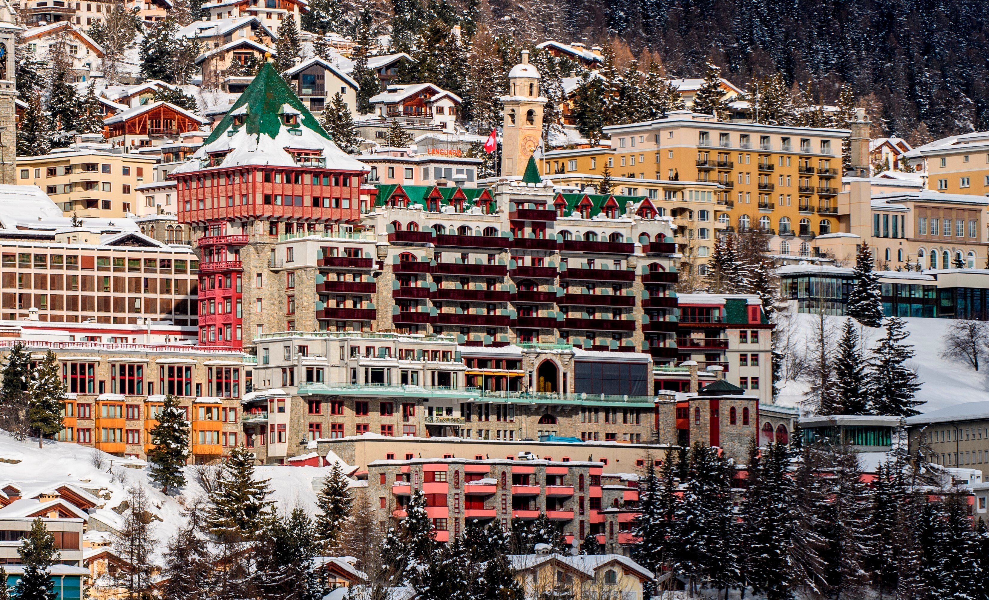 Hotels in quarantine after Covid variant outbreak in upmarket Swiss ski resort