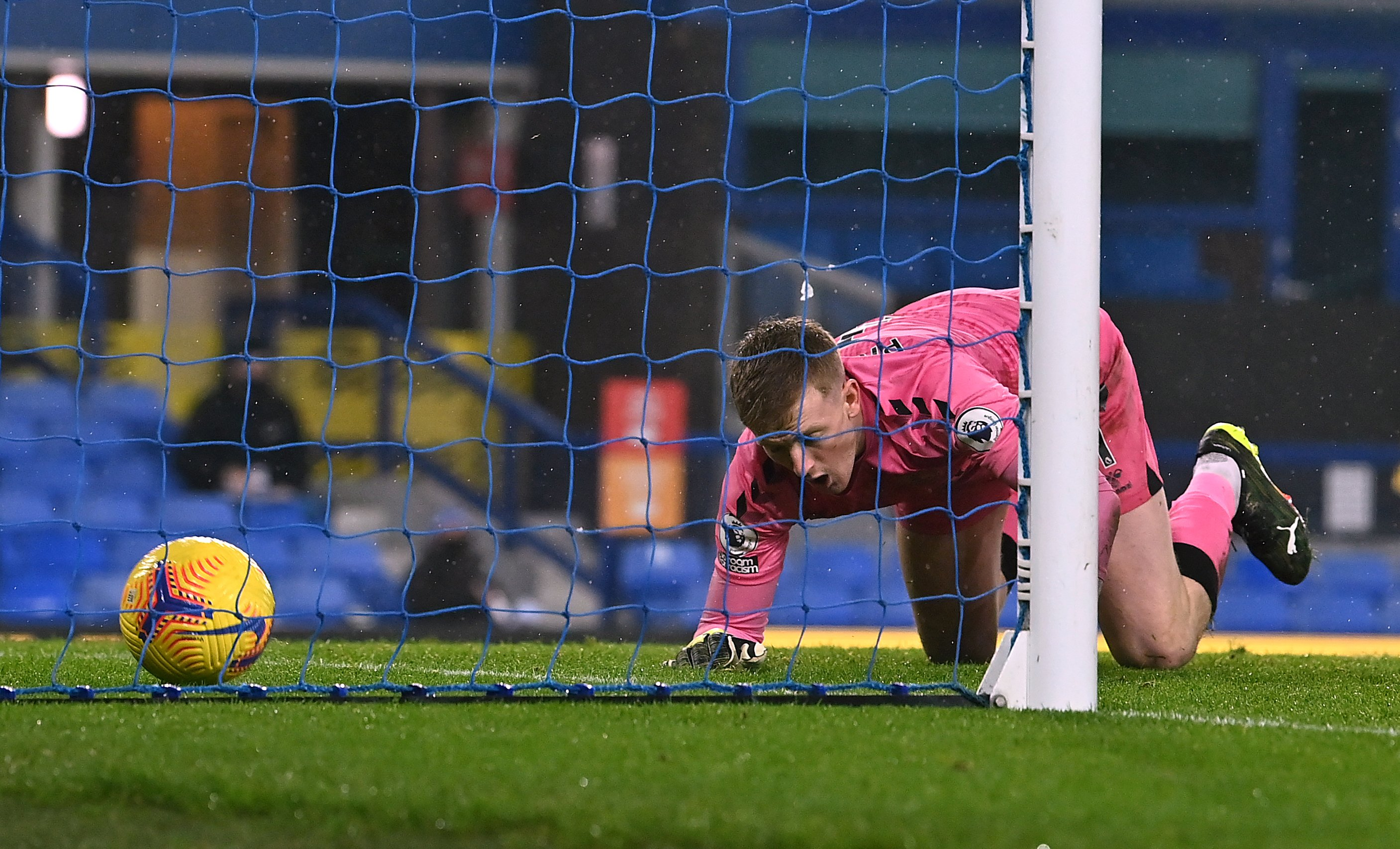 Carlo Ancelotti refuses to blame Jordan Pickford after mistake hands Foxes point