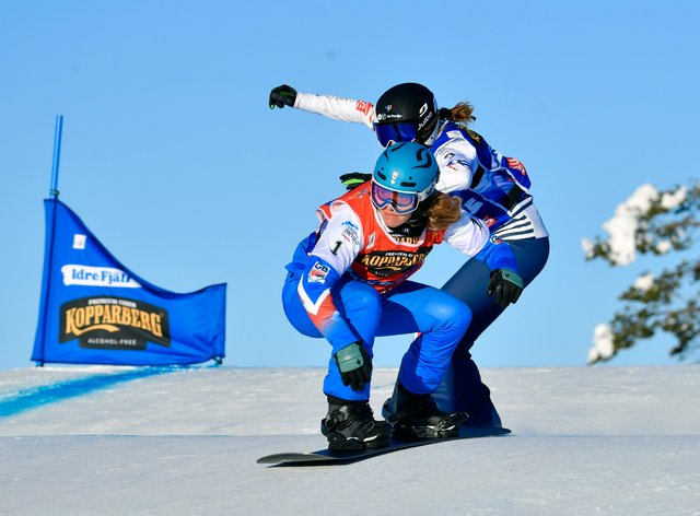 Charlotte Bankes wins the women's big final at the snowboard-cross World Championships