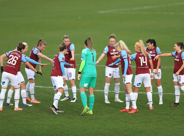 West Ham Women players huddle prior to kick-off