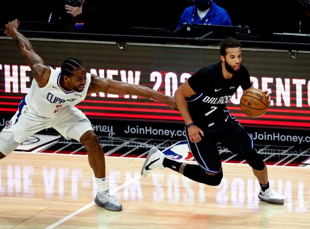 Los Angeles Clippers' Kawhi Leonard (2) fouls Orlando Magic's Michael Carter-Williams (7)