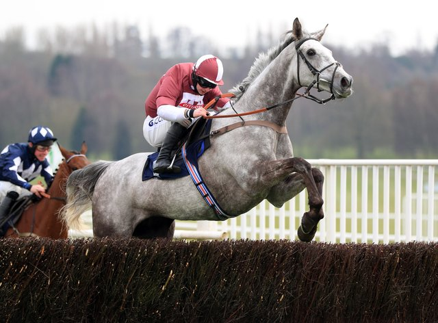 Ask Me Early on his way to victory at Uttoxeter