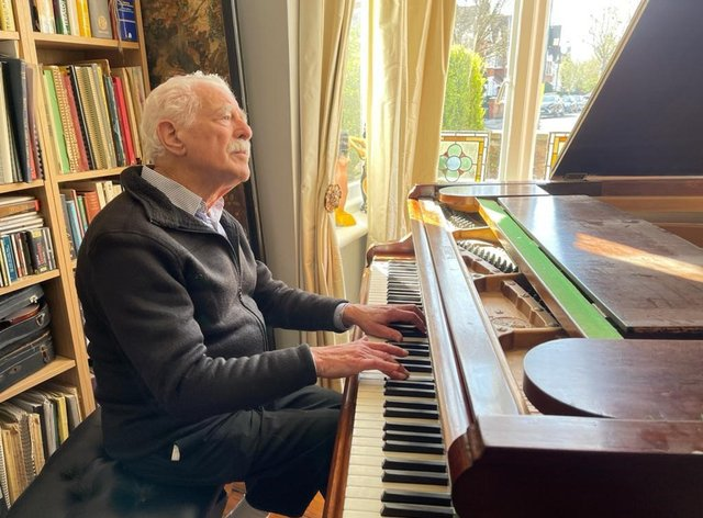 Alan Melinek has gone viral on TikTok playing the piano and raising money for charity