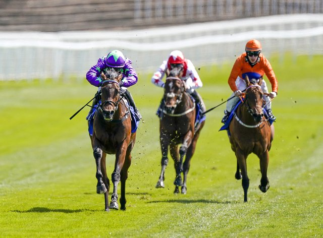 Navello (left) powers clear to win
