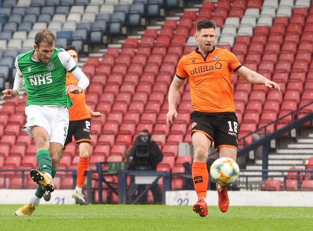 Hibernian's Christian Doidge netted a debated goal to sink Dundee United at Hampden