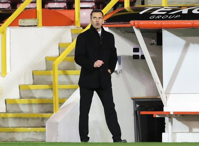 Aberdeen boss Stephen Glass on the touchline