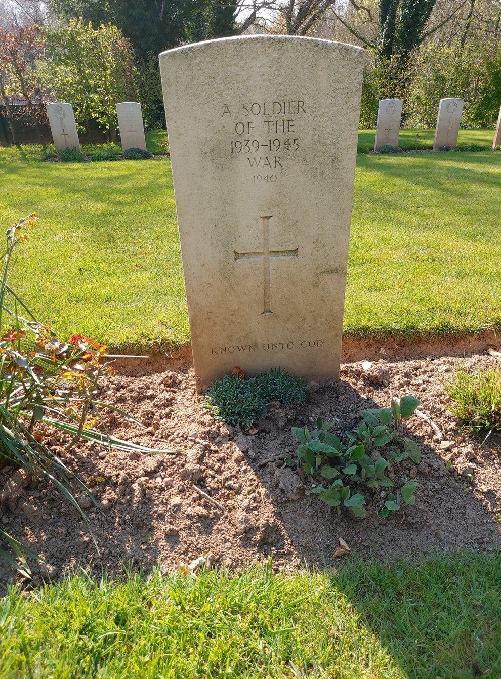An unnamed Second World War grave