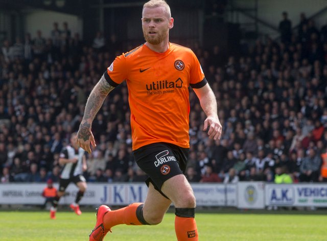 Dundee United defender Mark Connolly has suffered a serious knee injury