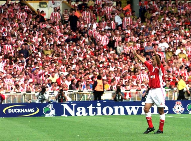Charlton's Clive Mendonca celebrates scoring against Sunderland in the 1998 play-off final