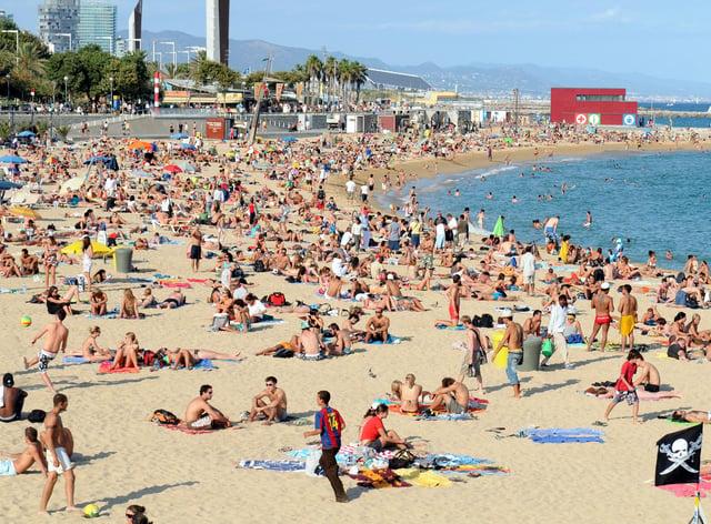 A general view of Platja Nova Icarie beach in Barcelona