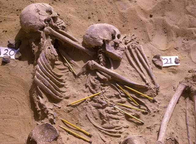 Double burial of individuals