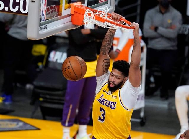 Los Angeles Lakers forward Anthony Davis dunks