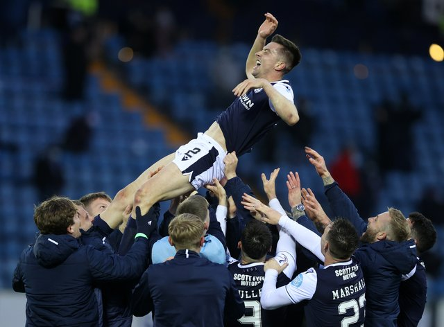 Cammy Kerr signs a new deal with Dundee