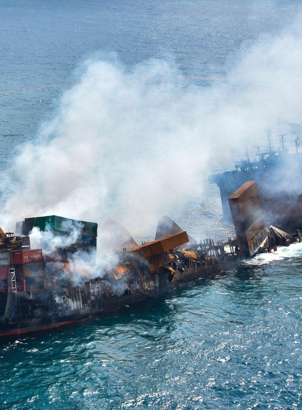 The sinking MV X-Press Pearl
