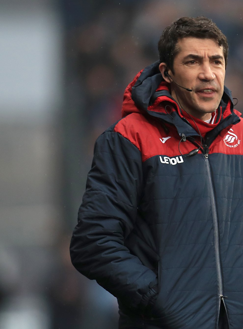 Bruno Lage on the touchline